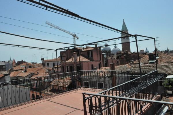 Santa Maria Formosa - splendida mansarda con terrazza e ascensore