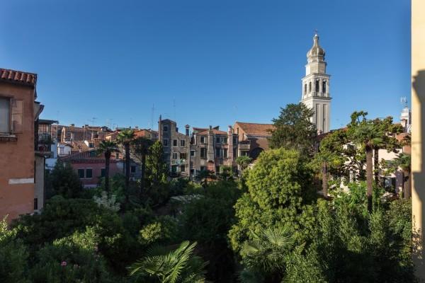 Castello vic.ze Bragora appartamento restaurato con giardino