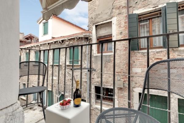 Cà d'Oro - bicamere restaurato con balconcino accessibile